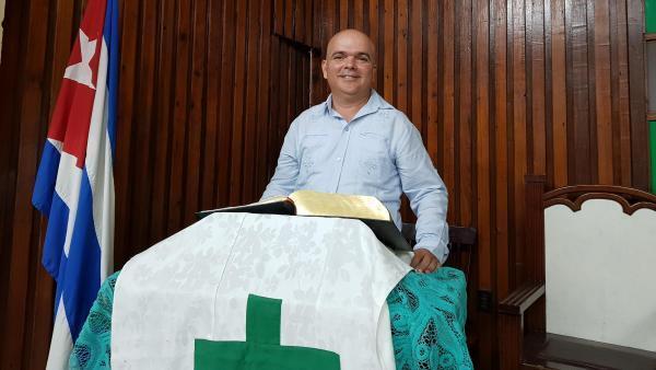 O presidente do Conselho das Igrejas de Cuba (CIC), o reverendo Antonio Santana Hernández.