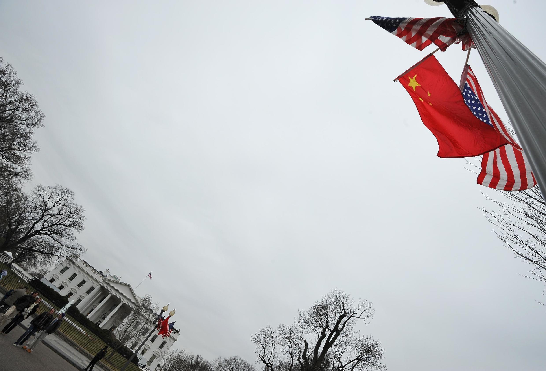 Les drapeaux chinois et américains devant la Maison Blanche, en janvier 2011 (photo d'illustration).
