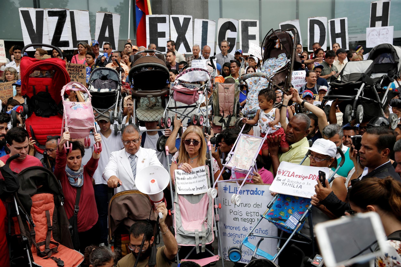 Manifestation de l'opposition vénézuélienne devant le siège du Pnud à Caracas, le 21 juin 2019.