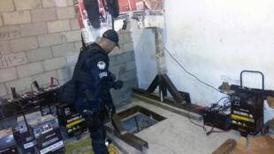 Accès à un tunnel découvert par la police fédérale, utilisé pour le trafic de drogue, de Tijuana à San Diego aux Etats-Unis, le 20 avril 2016 (photo d'illustration).
