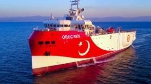 Le navire sismique turc Oruc Reis en direction de 'louest d'Antalya sur la Méditerranée orientale, le 12 août 2020.