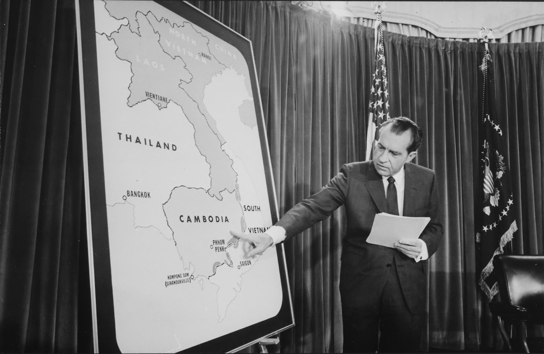 លោករីឆាត និចសុន (Richard Nixon) ប្រធានាធិបតីអាមេរិក នៅថ្ងៃទី៣០ មេសា ១៩៧០ ក្នុងពេលប្រកាសឲ្យដឹងអំពីប្រត្តិបត្តិការយោធាអាមេរិកនៅក្នុងទឹកដីកម្ពុជា