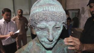 Une statue de bronze représentant le dieu grec Apollon est aujourd'hui entre les mains du Hamas (photo datée du 19 septembre 2013)