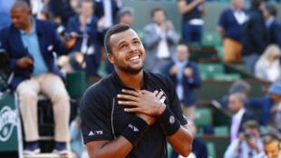 Jo-Wilfried Tsonga remontó su partido de cuartos de final ante japonés Kei Nishikori para cerrar su pase en 5 sets.