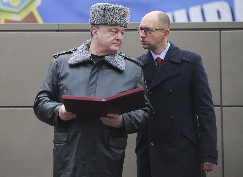 Петр Порошенко и Арсений Яценюк в тренировочном центре Национальной гвардии Украины 13/02/2015