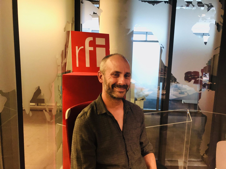 Colin Niel, écrivain français, en studio à RFI (septembre 2020).
