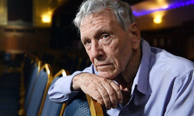 عاموس عوز، شاعر، رمان نویس و مقاله نویس اسرائیلی، روز جمعه ٧ دی/ ٢٨ دسامبر ٢٠۱٨ در ٧٩ سالگی در تلاویو درگذشت.