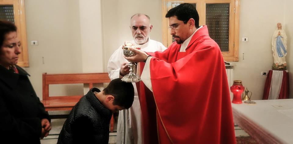 El sacerdote Rodrigo Miranda.
