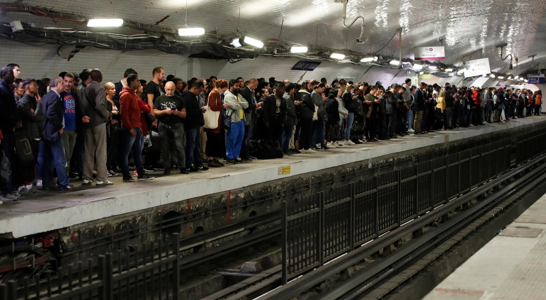 巴黎北站地鐵站月台受罷工影響的乘客  2019年9月13日