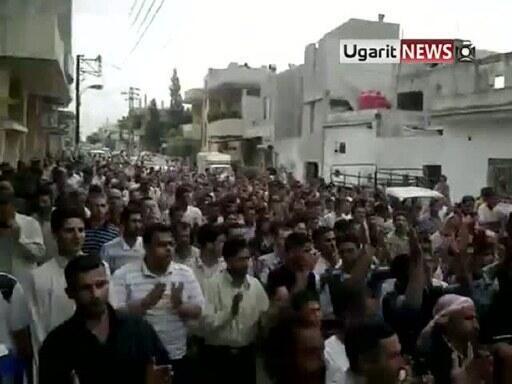 Des milliers d'opposants syriens se sont de nouveau rassemblés le 8 juillet à Hama où les ambassadeurs américain et français à Damas se sont rendus pour manifester leur «sollicitude».