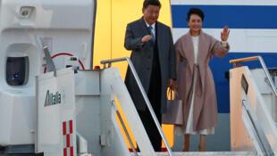 Chủ tịch Trung Quốc Tập Cận Bình và phu nhân, lúc đến phi trường Fiumicino, Roma. Ảnh 21/03/2019.