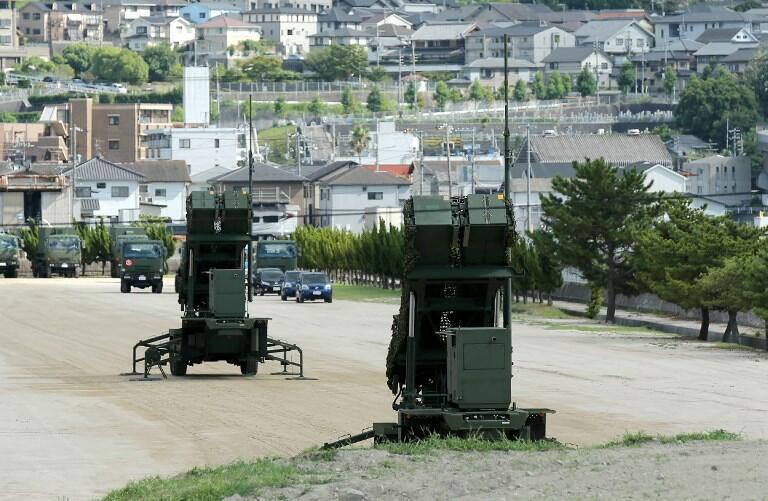 圖為日本部署PAC-3地對空防禦導彈攔截系統