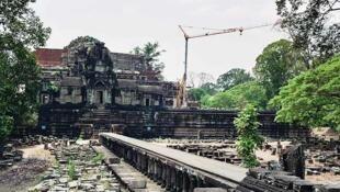 Le temple du Baphuon avant sa reconstruction.