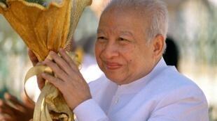 Cựu hoàng Norodom Sihanouk nhân một buổi lễ phật giáo ngày  12/12/2002 tại Phnom Penh.