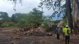 L'emplacement du futur point de regroupement et de tri des déchets du pont de Kakimbo vient d'être déblayé.