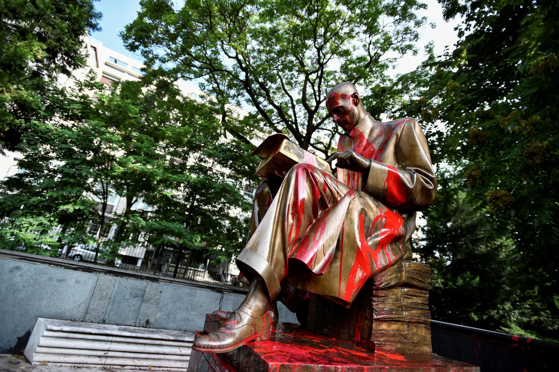 La statue d'Indro Montanelli à Milan, le 14 juin 2020.