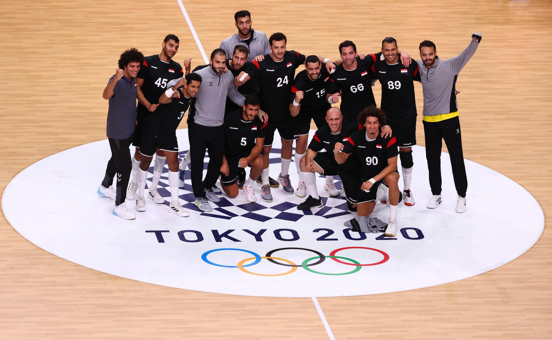Les handballeurs égyptiens après leur victoire contre le Japon au tournoi olympique, le 28 juillet 2021 à Tokyo.