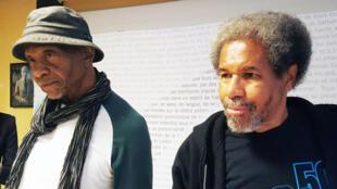 Albert Woodfox (d) avec son ami et ancien codétenu de la prison de Louisiane, surnommé « Angola », Robert King (g). De passage à Paris, ils ont donné une conférence de presse au siège d'Amnesty Internationale.