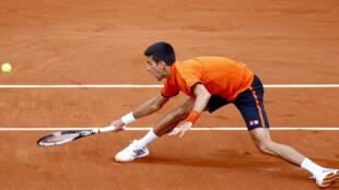 Novak Djokovic se estrenó con victoria en Rolland Garros 2015 ante el filandés Nieminem.