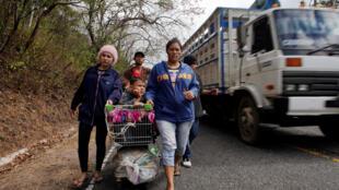 Hondureños rumbo a Estados Unidos, en Padre Miguel, Guatemala, este 16 de enero de 2019.