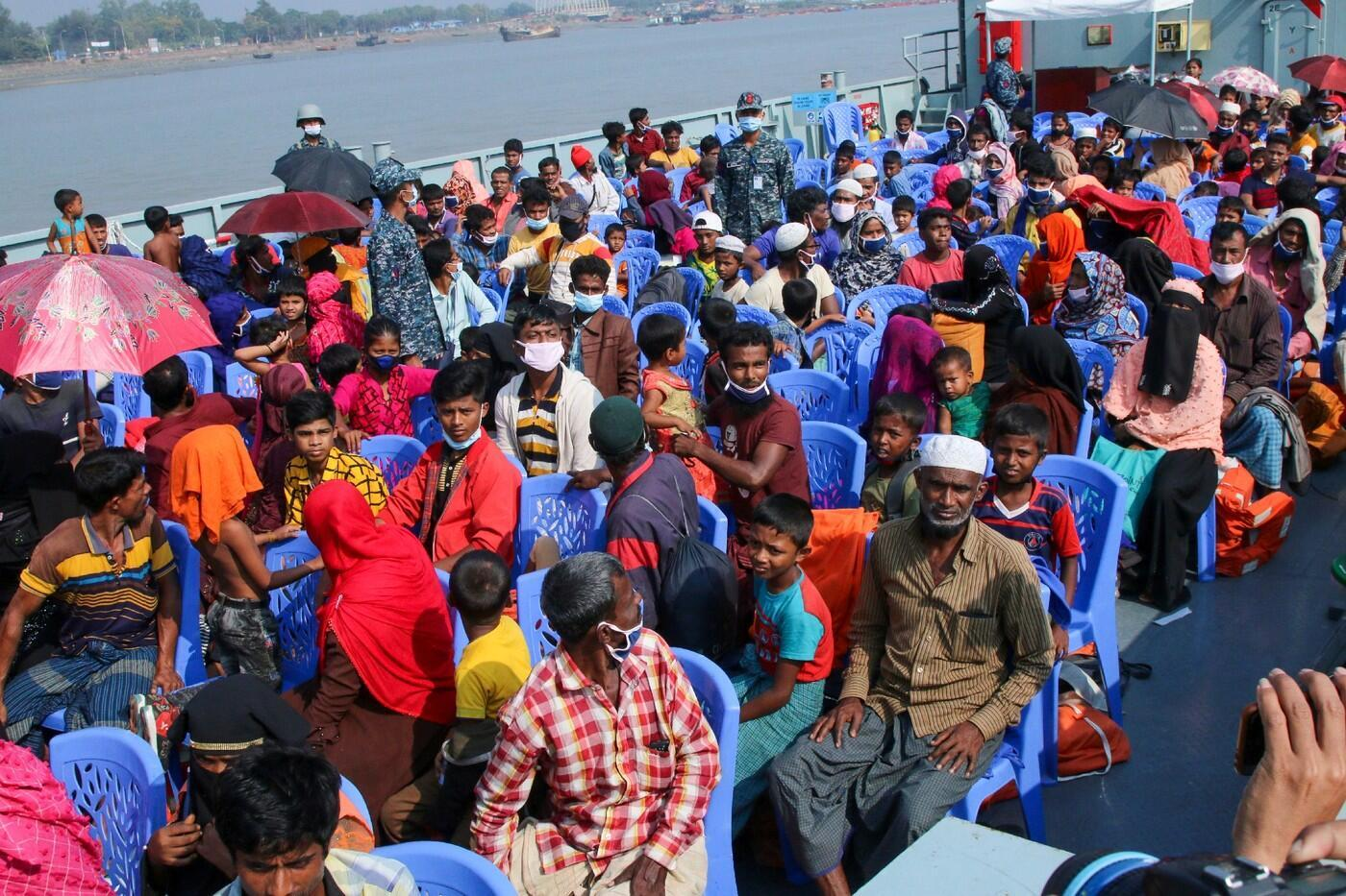 refugies-rohingyas-bateau-transportant-Bhasan-Char-4-decembre-2020-Bangladesh_0_1400_933