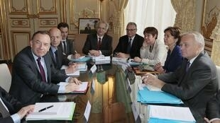 A meeting on pension reform in July with Medef president Pierre Gattaz (L)