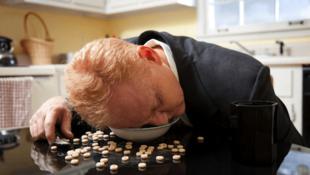 La narcolepsia puede estar asociada a la cataplejía, pérdida repentina del tono muscular.