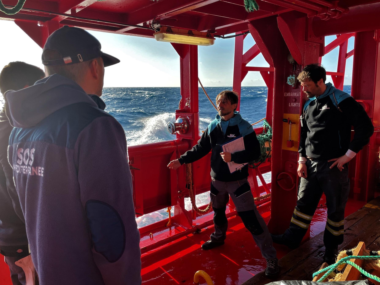 Les prévisions météorologiques font redouter « le pire scénario » aux équipes de l'Ocean Viking. Crédit : Guilhem Delteil / RFI
