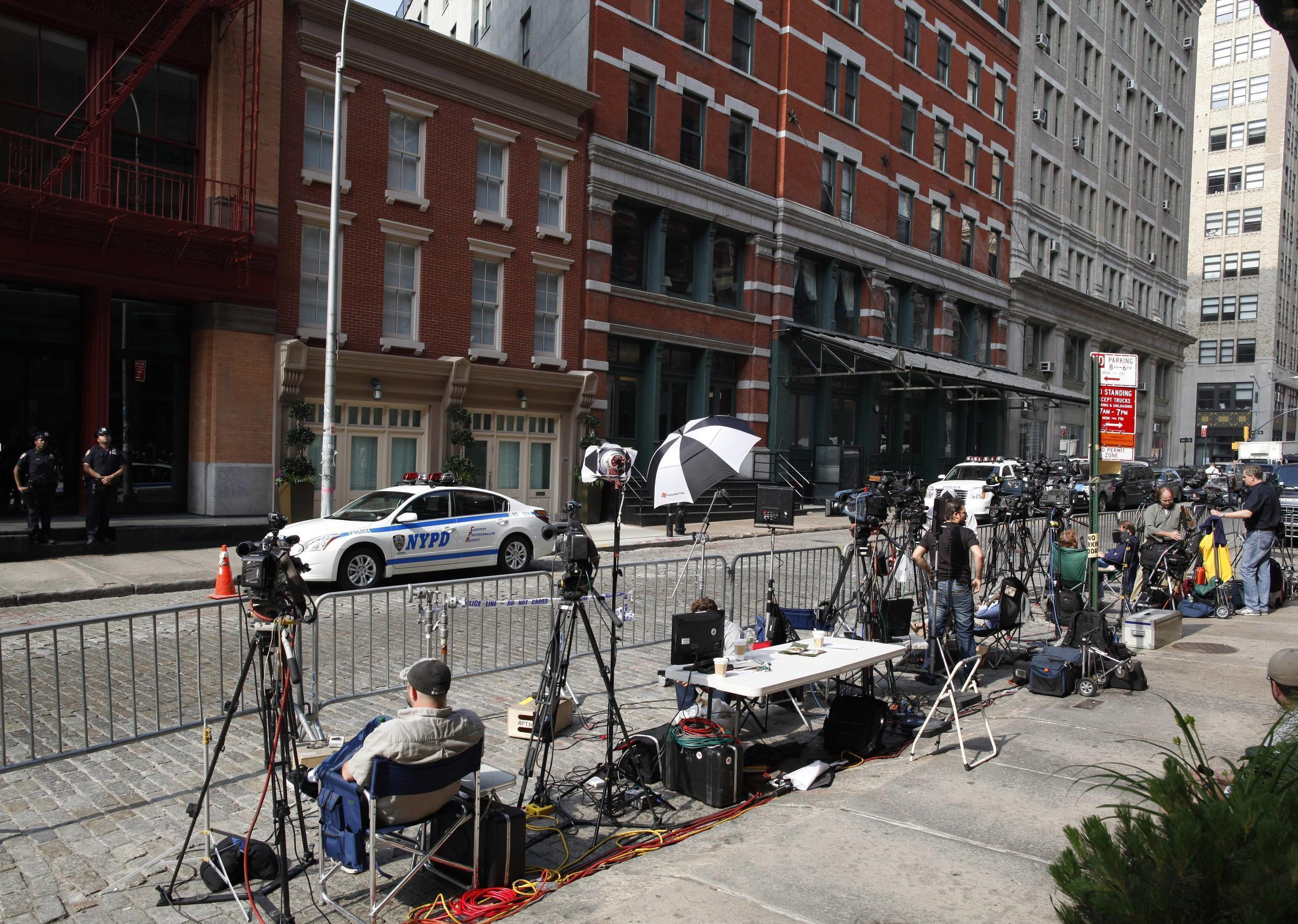 Journalists camp out outside Strauss-Kahn's Tribeca townhouse