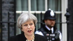 Theresa May: «Il ne faut jamais permettre que la violence perturbe le processus démocratique».