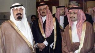 Sarki Abdallah na Saudiya da Ministan harkokin wajen kasar Saud al-Faisal da Attajiri dan gidan Yarima Alwaleed bin Talal