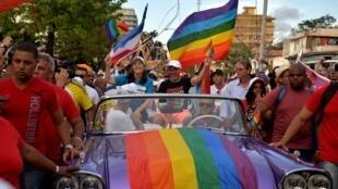 Mariela Castro, hija del exmandatario Raúl Castro y el dierector de CENESEX, en la marcha del orgullo gay de La Habana, el 12 de mayo de 2018.
