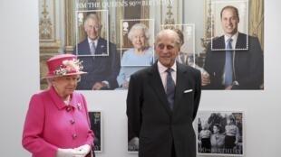Akiambatana na mumewe, Prince Philip, Malkia Elizabeth II ametembelea wafanyakazi wa Ofisi yake.