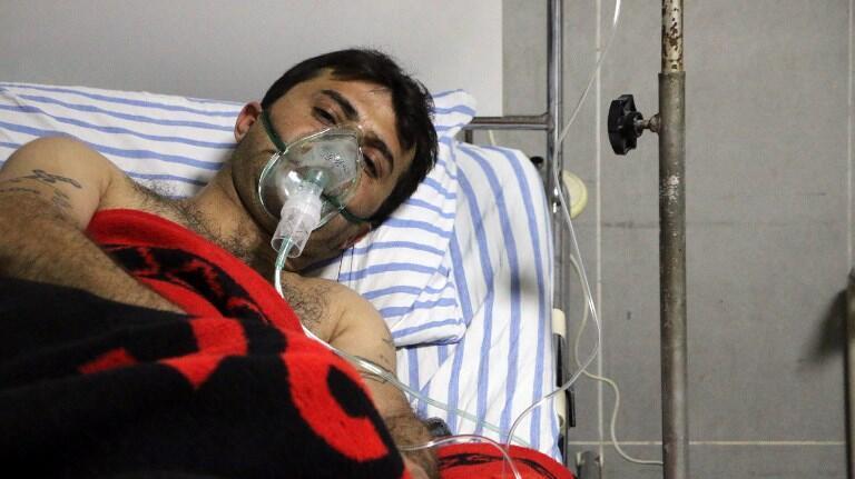 Ảnh chụp ngày 16/02/2018 cho thấy một bệnh nhân Syria được chữa trị tại một bệnh viện ở Afrin (Syria).
