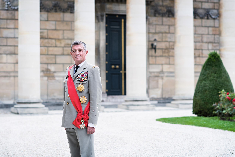 Le général d'armée français, Benoît Puga, Grand chancelier de la Légion d'honneur.
