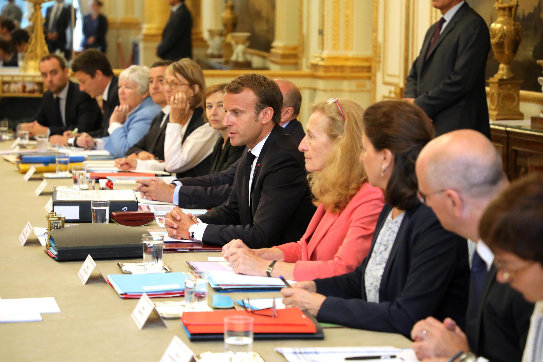 На первом после перестановок в правительстве совете министров Макрон призвал продолжать «большие реформы».