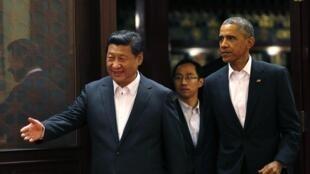 Председатель КНР Си Цзиньпин и президент США Барак Обама на форуме АТЭС, Пекин, 11 ноября 2014 г.