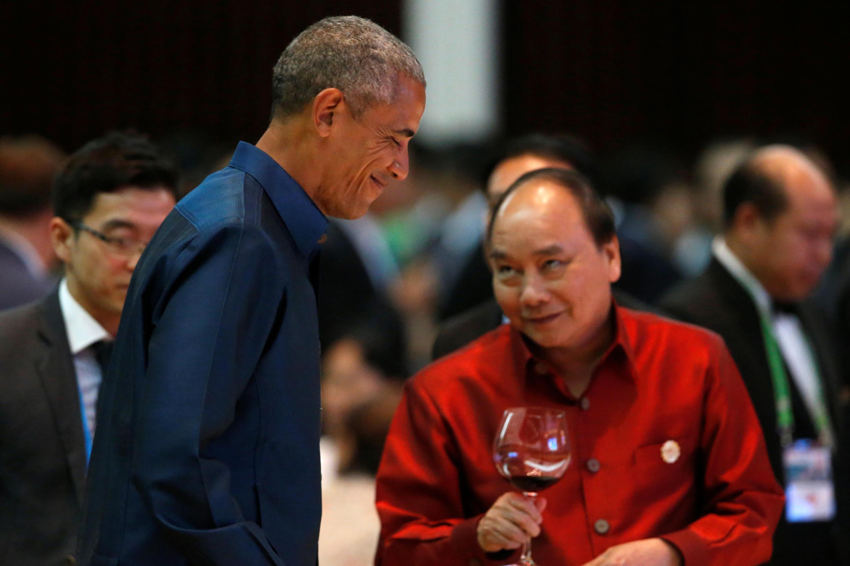 Tổng thống Mỹ Barack Obama và thủ tướng Việt Nam Nguyễn Xuân Phúc tại hội nghị thượng đỉnh ASEAN ở Lào, 07/09/2016.