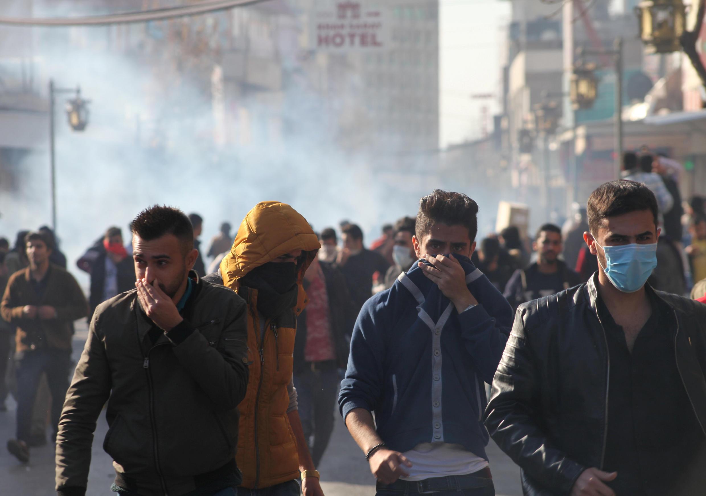 Des protestataires dans les rues de Souleimaniyeh, le 18 décembre 2017, dans le Kurdistan irakien.
