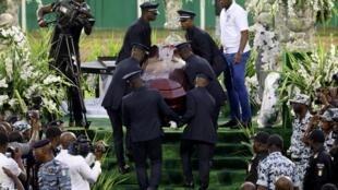 Funérailles de DJ Arafat au stade Félix Houphouet-Boigny à Abidjan, en Côte d'Ivoire le 31 août 2019.