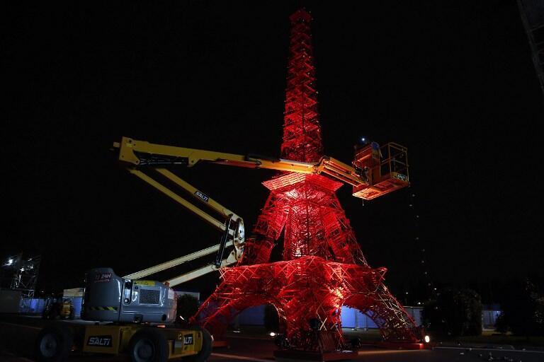 Копия Эйфелевой башни на Всемирной конференции по климату в Ле Бурже 1 декабря 2015