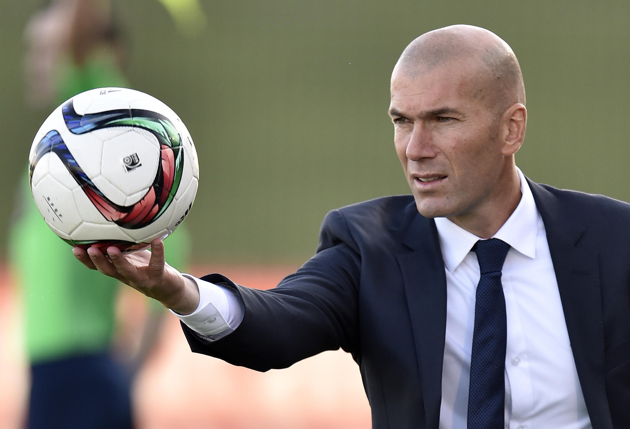 Mfaransa Zinédine Zidane.
