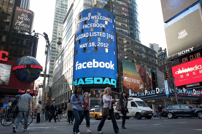 El 18 de mayo, la entrada en bolsa de la mayor red social del mundo,Facebook, se convirtió en la segunda mayor operación de este tipo en la historia del mercado bursátil estadounidense. Su acción subió y bajó durante su primera jornada de  intercambios.