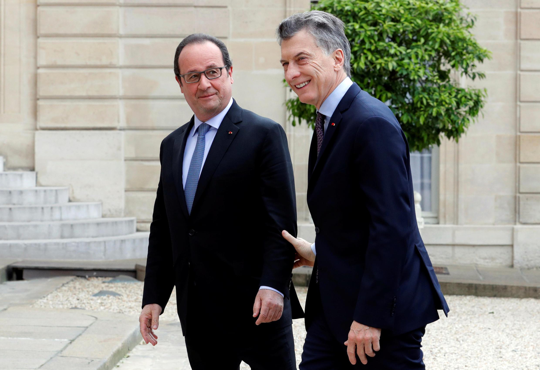 Presidente francês, François Hollande, recebeu o argentino Mauricio Macri no palácio do Eliseu, neste sábado (2).