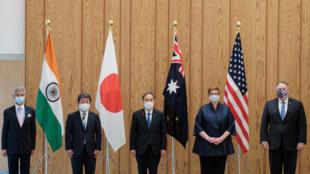 Ảnh tư liệu: Thủ tướng Nhật Yohishide Suga (G) và các ngoại trưởng Úc, Mỹ, Nhật, Ấn Đô trước cuộc họp Bộ Tứ tại Tokyo, ngày 06/10/2020