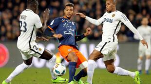 Steve Mounié lors d'une rencontre face à Monaco en Ligue 1.