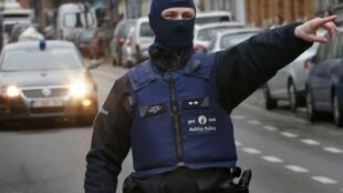 Une opération policière d'envergure a été lancée vendredi 18 mars 2016 dans la commune bruxelloise de Molenbeek.