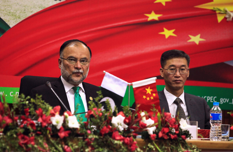 巴基斯坦發展部長Ahsan Iqbal和中國駐巴大使姚敬合照