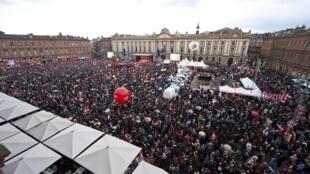 Praça do Capitólio, em Toulouse, durante o discurso de Jean-Luc Mélenchon, candidato da Frente de Esquerda .