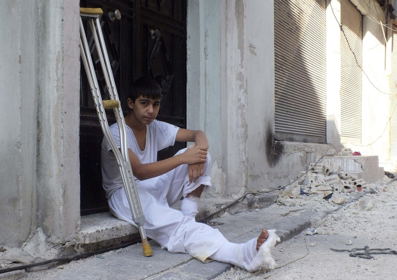 Garoto sírio ferido pelas forças de Bashar al-Assad na destruída cidade de Homs, considerada o centro da resistência popular síria.